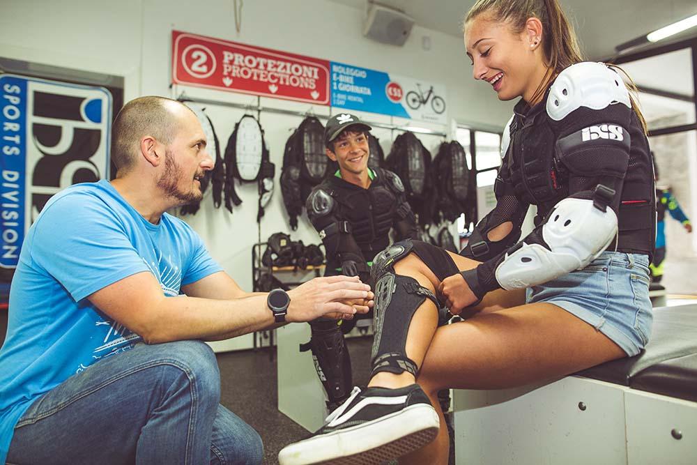 Paracolpi, ginocchiere e altro per la massima sicurezza dei riders