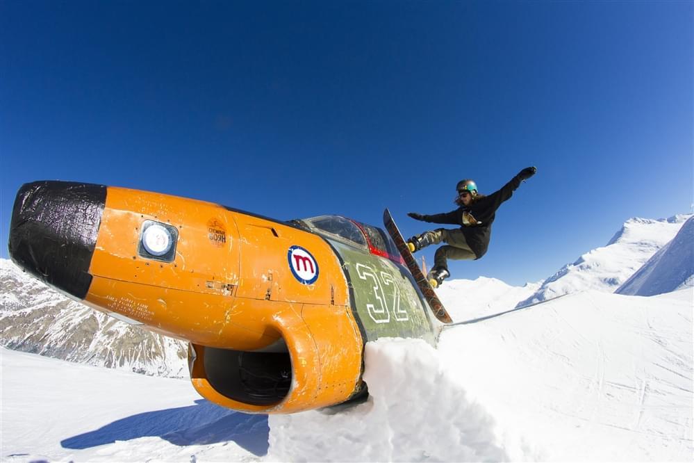 Fighter bomber in Livigno snowpark