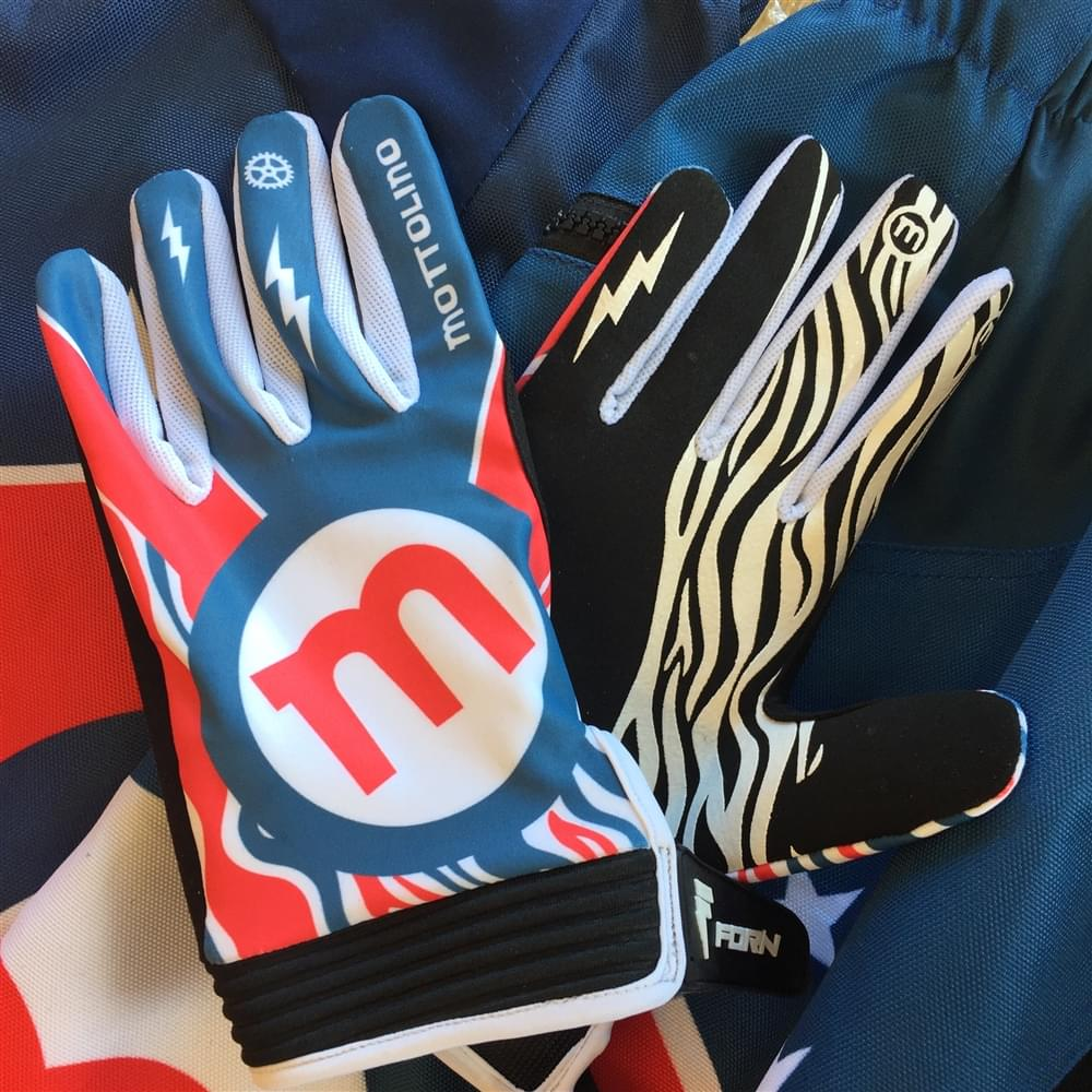 Downhill gloves