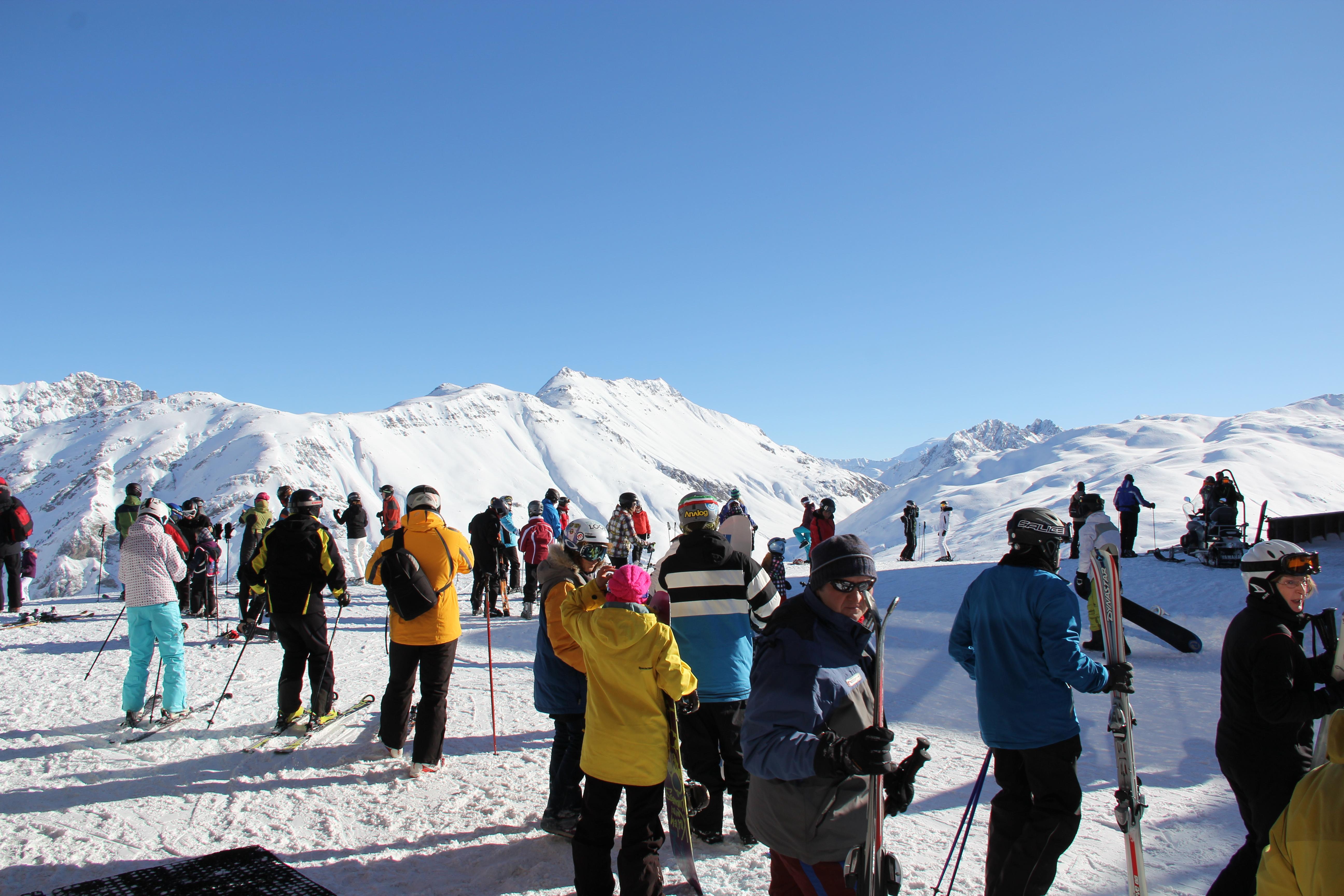 gruppo di sciatori sul Mottolino