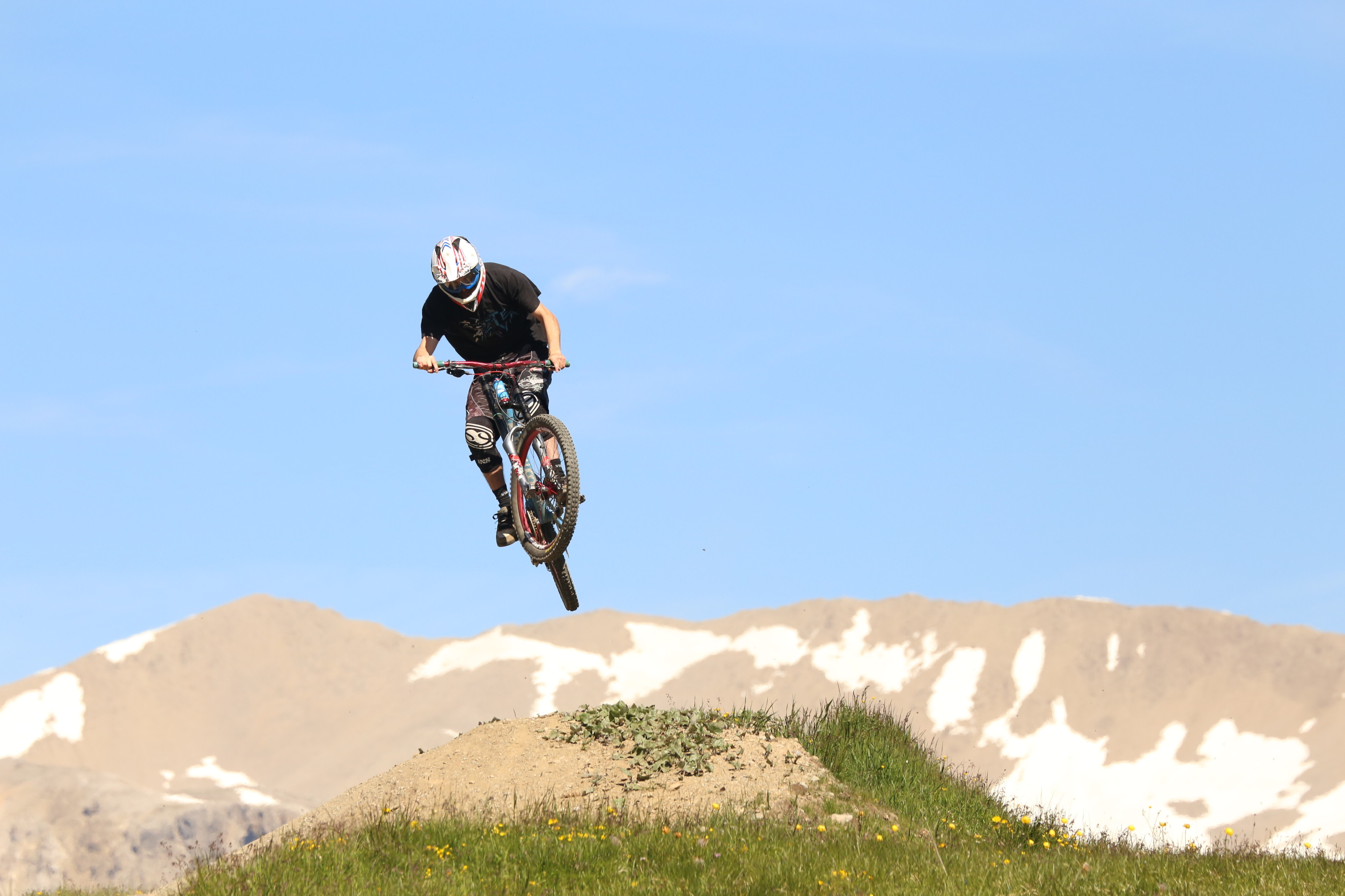 Evoluzioni di un rider al Mottolino Bikepark