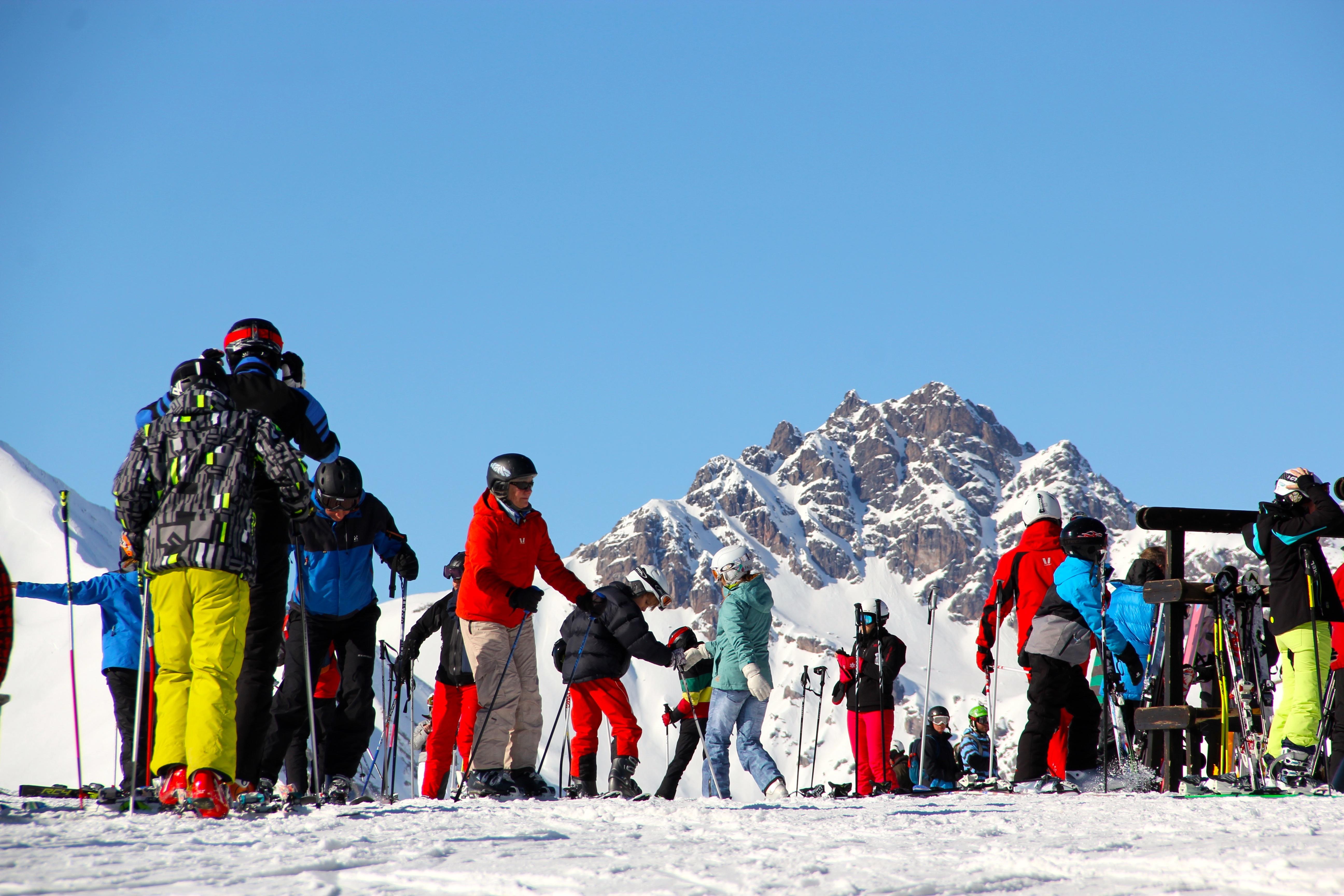 Skipass Livigno: sciatori sulle Alpi