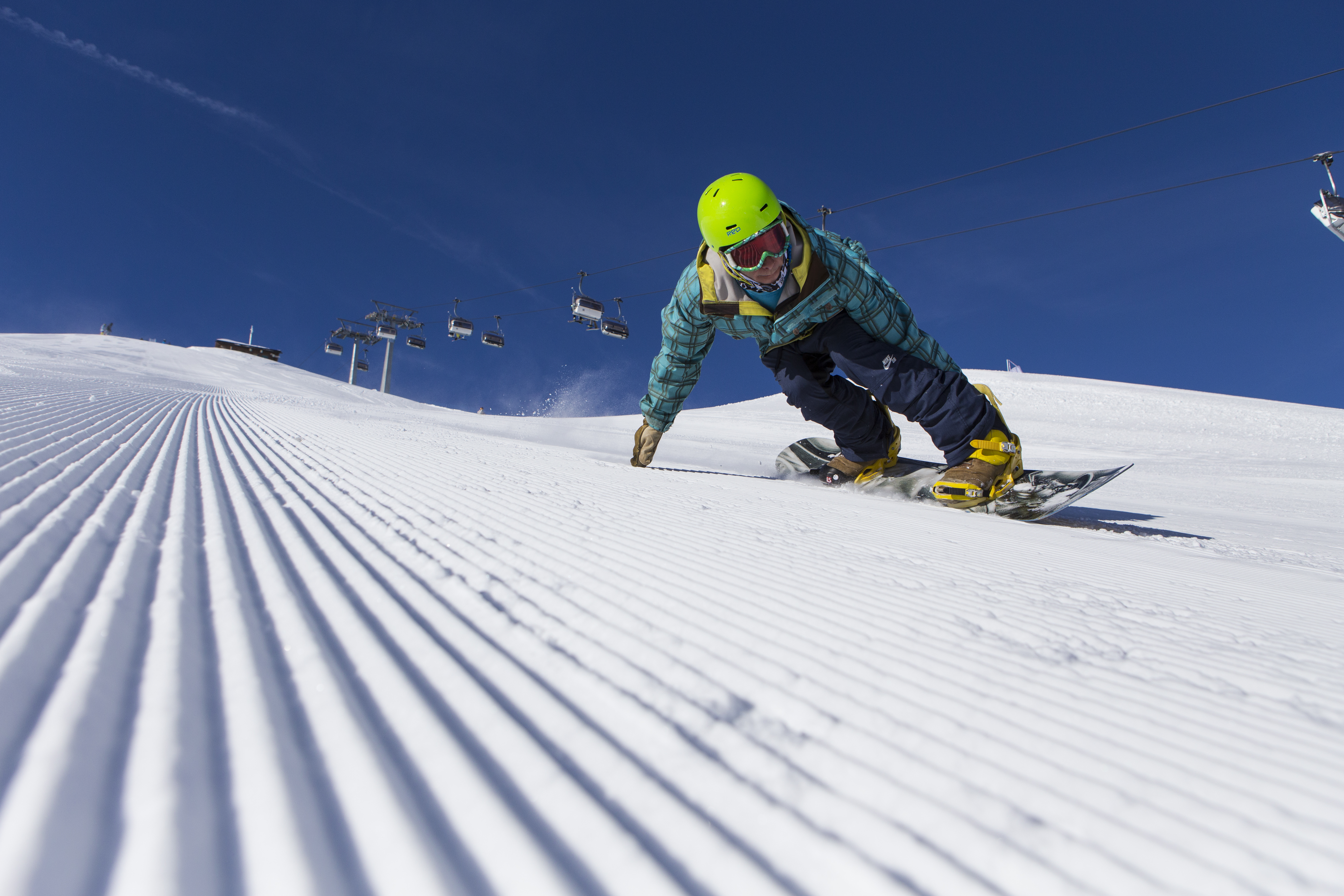 Snowboard sulle piste innevate del Mottolino
