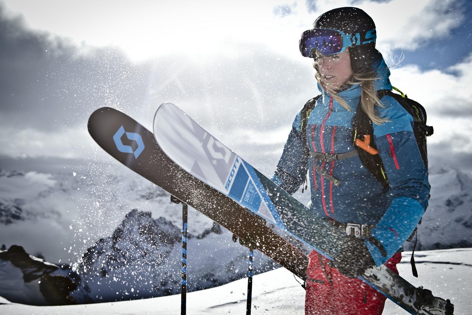 Sciatrice con sci scott a Livigno