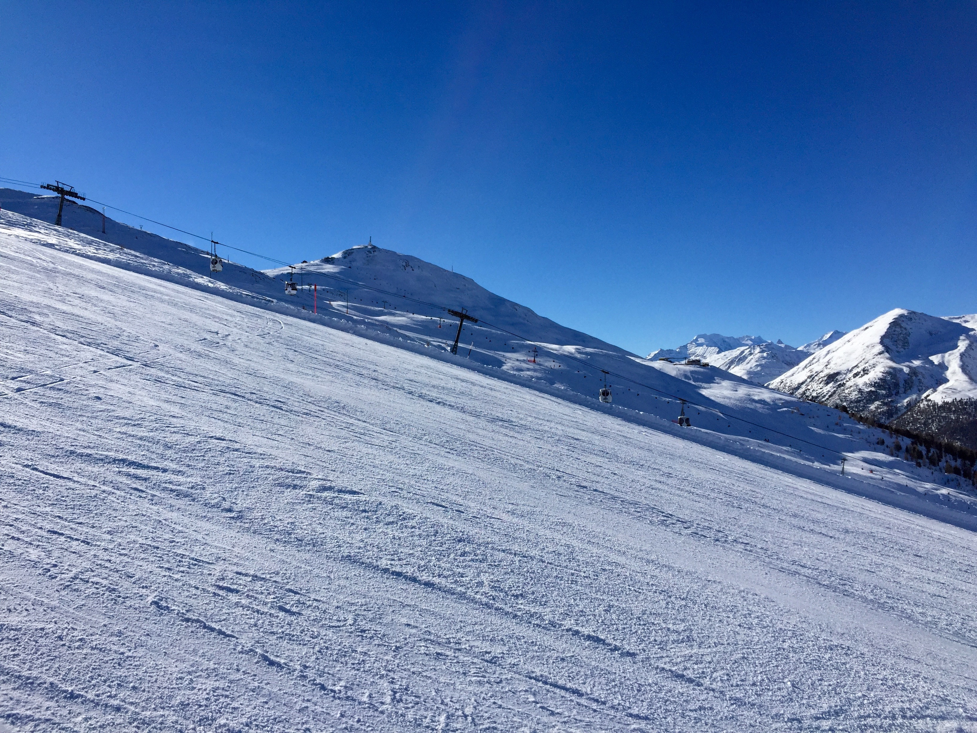 Piste innevate e soleggiate sulle Alpi