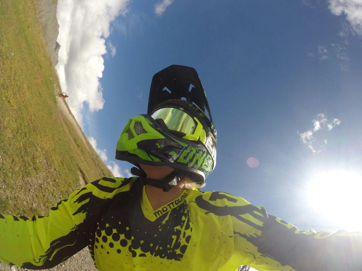 Video con gopro durante downhill Mottolino