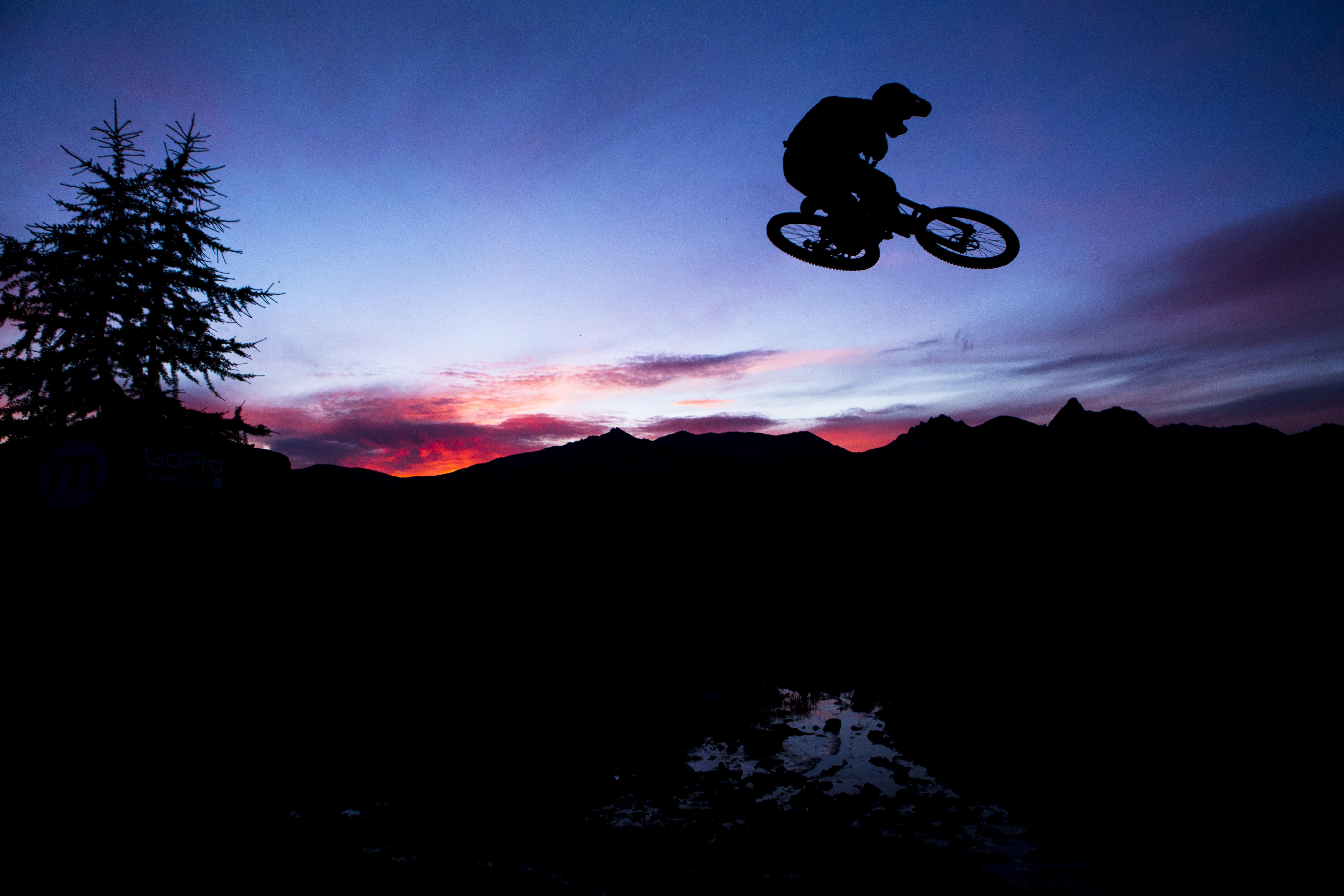 Rider su sentiero Mottolino in notturna