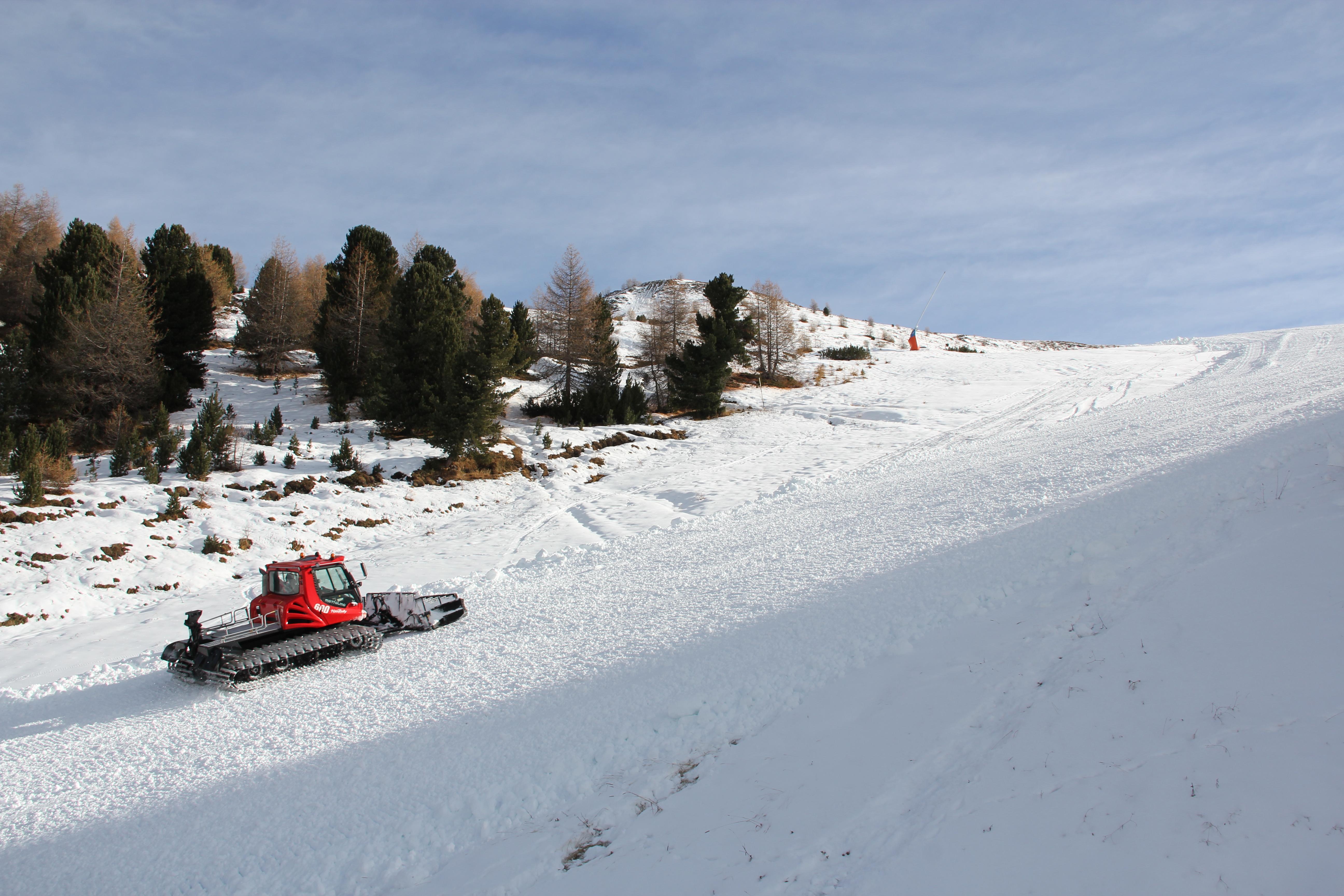Preparazione delle piste del Mottolino e del Snowpark