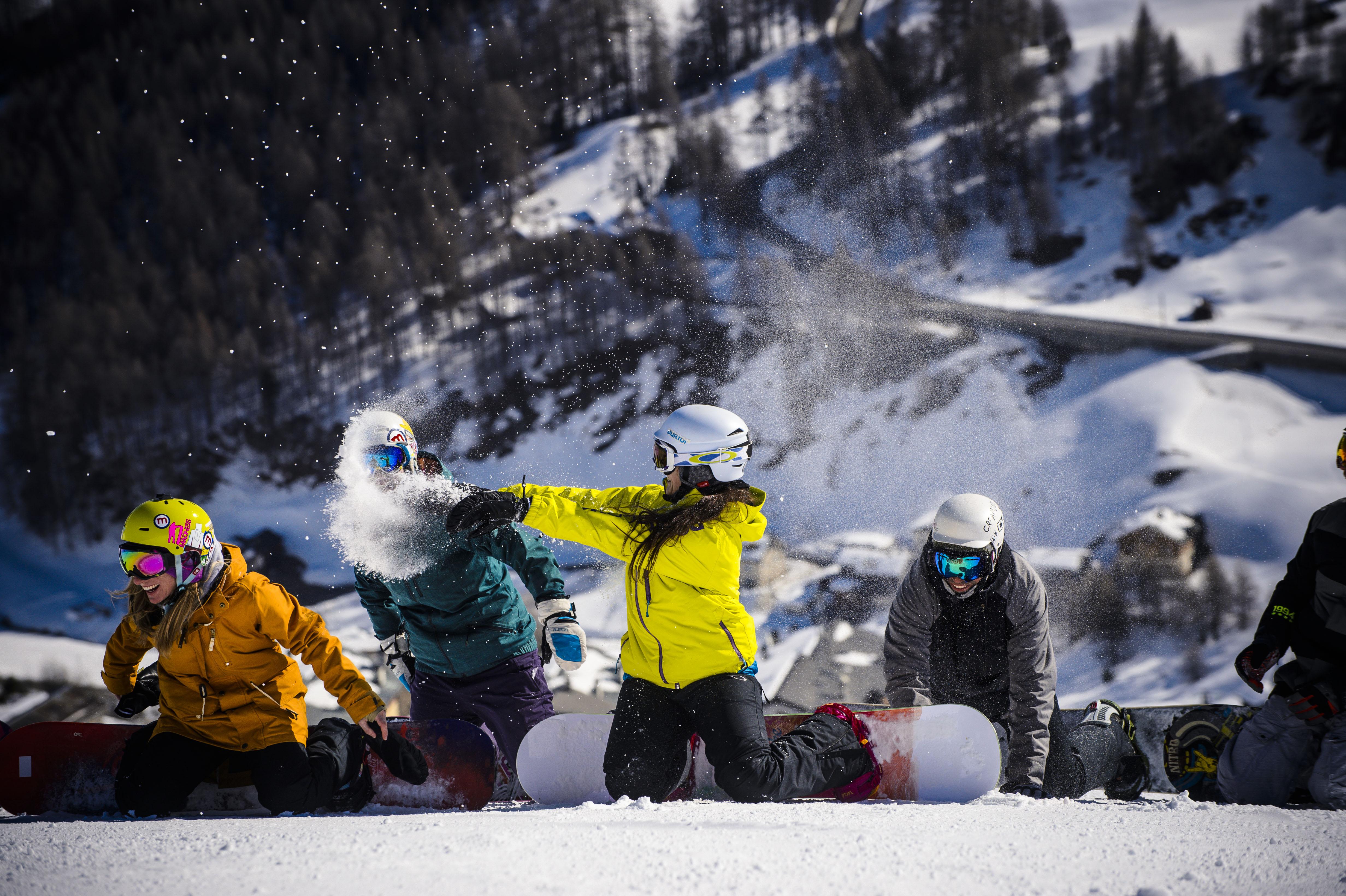 Giochi sulla neve dei bambini sul Mottolino a Livigno
