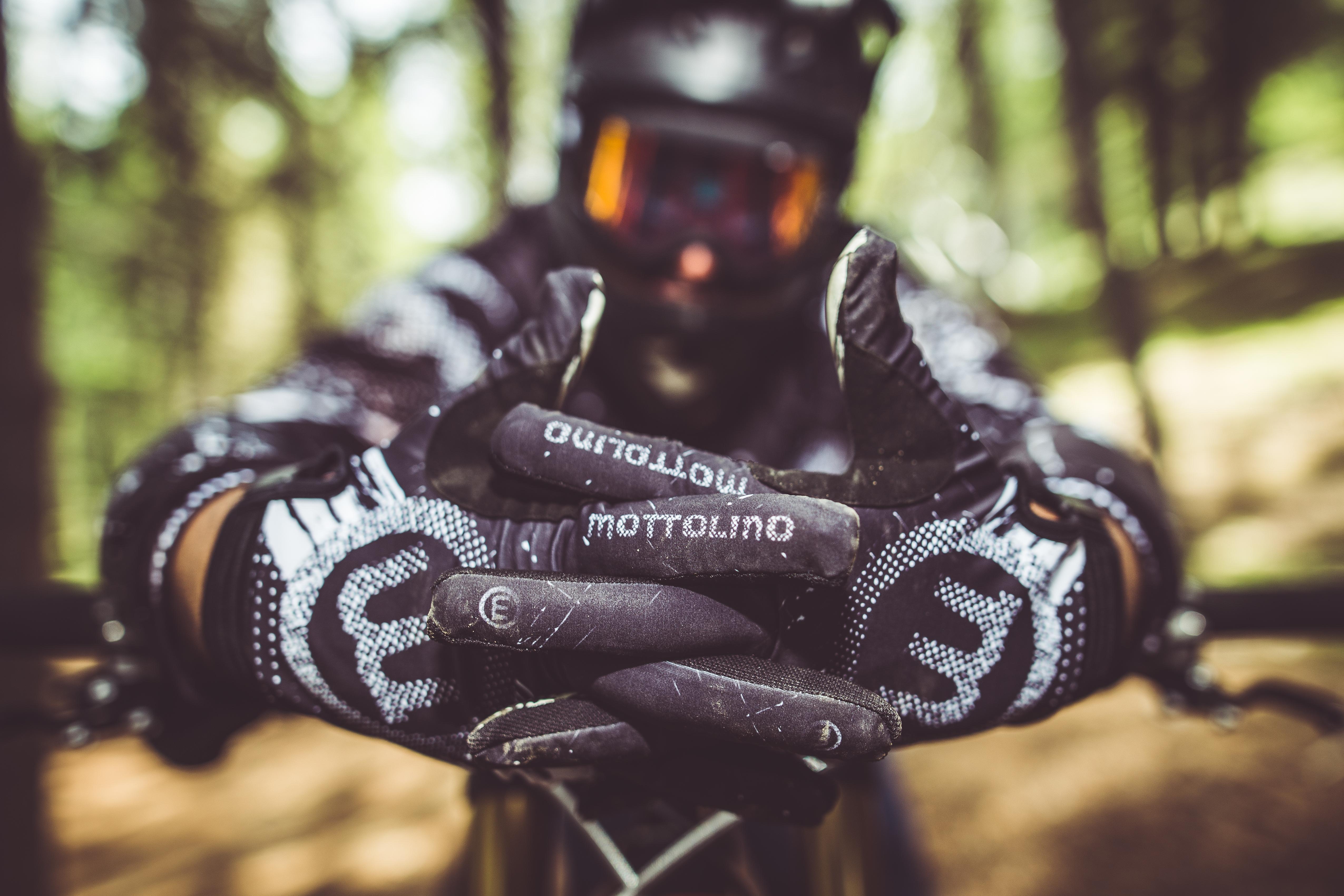 Abbigliamento Mottolino per rider di downhill