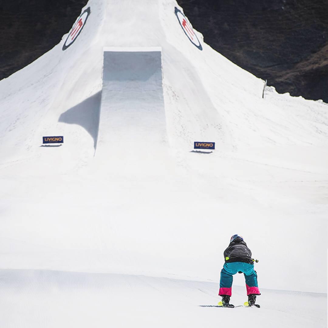 pista freestyle Mottolino e sciatore