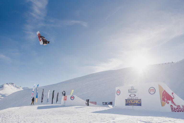 World Rookie fest di Livigno con evoluzioni snowboarder