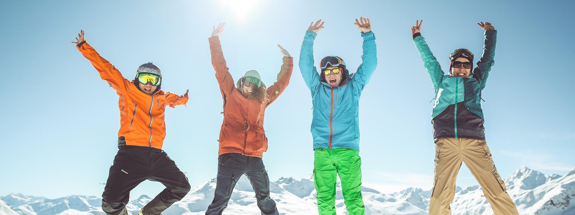 Happy people sulle piste della ski area Mottolino a Livigno