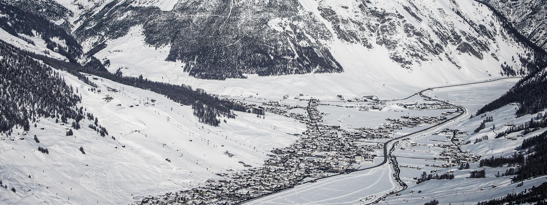 Panoramica su Livigno dalla ski area Mottolino