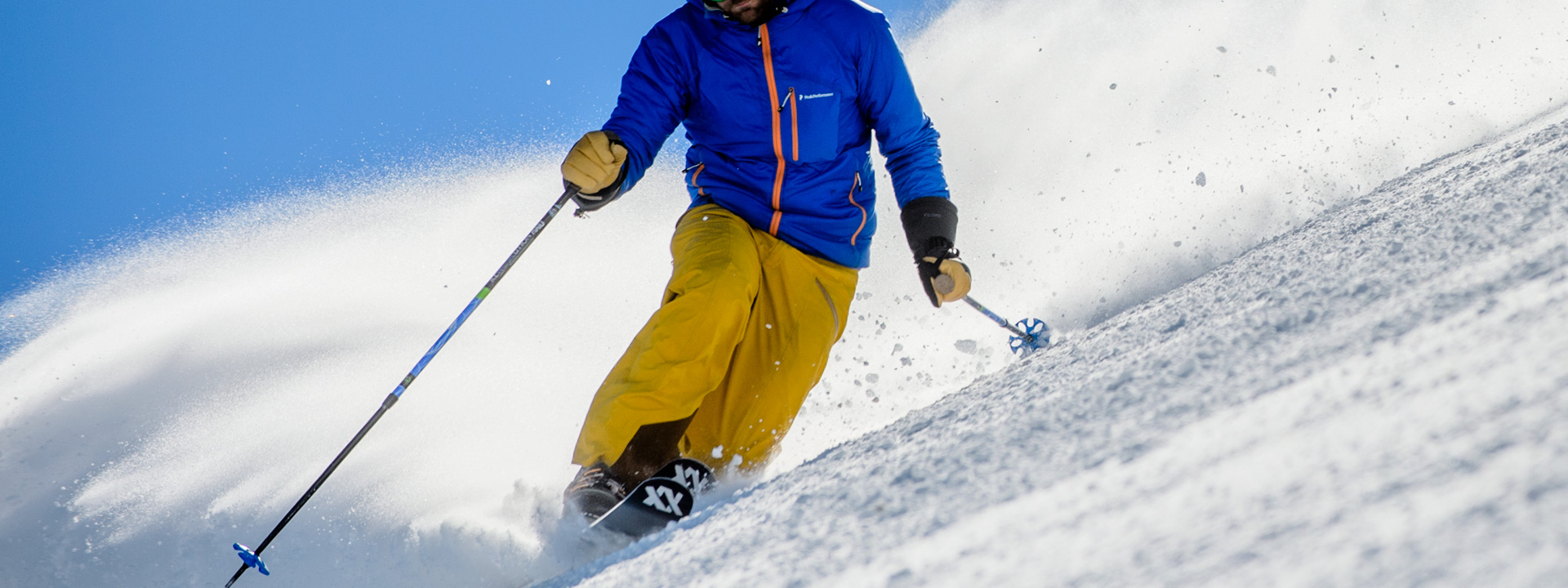 Skier sulle Natural Moguls sotto l'impianto Valfin della ski area Mottolino a Livigno
