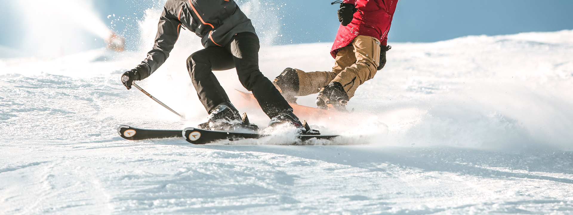 Discesa in pista con sci e snowboard sulla ski area Mottolino a Livigno
