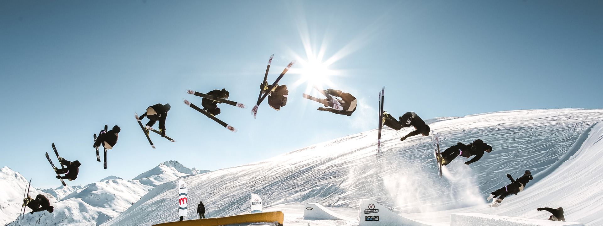 Salto in sequenza allo snowpark del Mottolino a Livigno