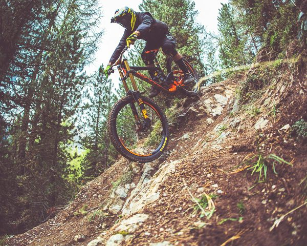 Passaggio pista nera Mottolino Bikepark Livigno