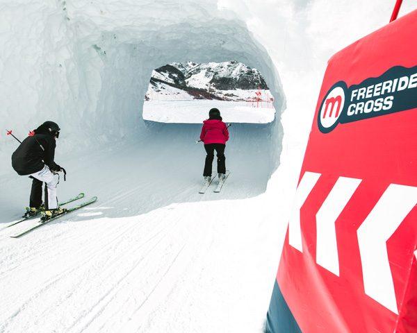 Passaggio particolare del Freeride Cross nella ski area Mottolino a Livigno