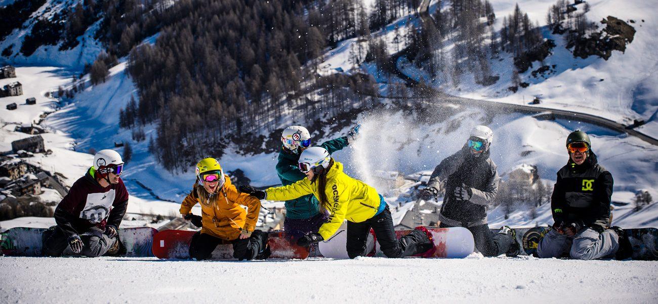 Tanto divertimento in gruppo sulle piste della ski area Mottolino a Livigno