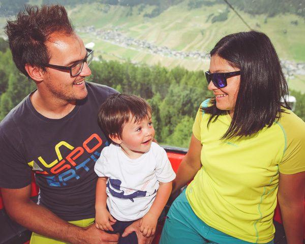 Famiglia sulla telecabina Mottolino a Livigno