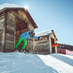 Skier si sfidano al Self Timing della ski area Mottolino a Livigno