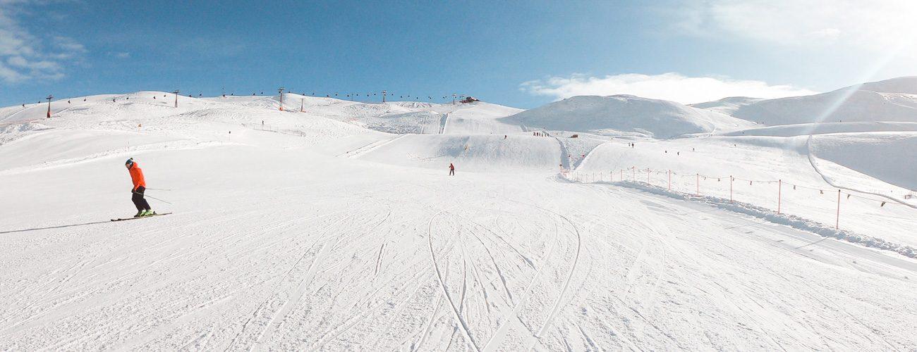 Piste innevate e ampie nella ski area Mottolino a Livigno