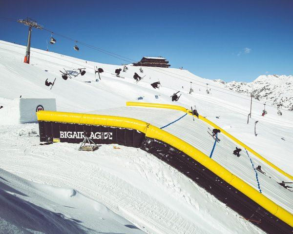 Ian Rocca salta Big Air Bag dello Snowpark Mottolino a Livigno