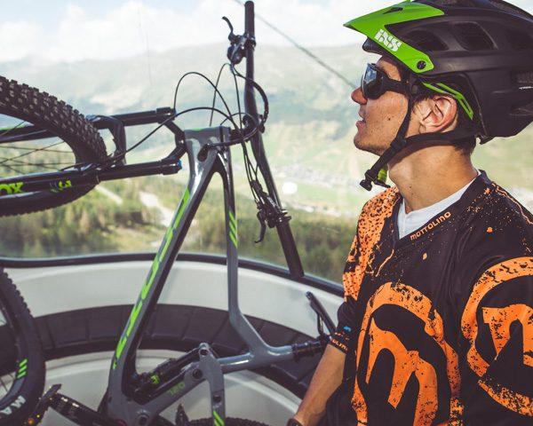 Risalita con la telecabina Mottolino per accedere ai sentieri MTB della valle di Livigno